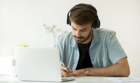Entenda porque estudar online para concursos públicos